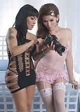 Horny Eva & Foxxy blow each other